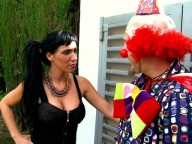 Vidéo porno mobile : The naughty tricks of the clown